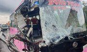 TP.HCM: Xe khách tông vào đuôi container, 5 người bị thương