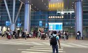 Nam thanh niên 9X thản nhiên lấy trộm đồ ngay cửa soi chiếu sân bay Đà Nẵng