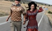 Á hậu Phương Nga mặc váy gợi cảm nhưng phản ứng của Bình An mới khiến nhiều người bất ngờ