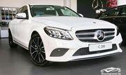 Cận cảnh xe sang Mercedes C200 cũ giá chỉ 400 triệu đồng