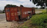 Kinh hãi phát hiện người đàn ông chết trong tư thế treo cổ trên thùng container