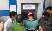 Những chiếc camera lạ ở cây ATM hé lộ thủ đoạn rút trộm tiền tinh vi của nhóm đối tượng ngoại quốc