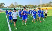 CLB Hà Nội làm quen sân cỏ nhân tạo tại Triều Tiên