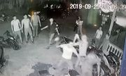Đến hiện trường ngăn vụ đánh nhau, 3 cảnh sát bị tấn công, cướp súng