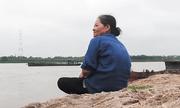 Chuyện chưa kể về người phụ nữ 40 năm âm thầm vớt xác ở sông Hồng