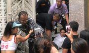 Vụ phó chánh án nghi xâm phạm chỗ ở: Nữ chủ nhà bịt kín mặt khi ra đường vì sợ bị theo dõi, hành hung