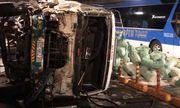 TP.HCM: Phong tỏa hầm Thủ Thiêm sau vụ xe tải mất phanh tông xe khách rồi lật ngang
