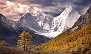 Video: Cận cảnh 3 đỉnh núi thiêng không thể chinh phục ở Trung Quốc