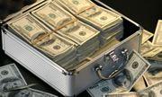 Tỷ phú Nga hào phóng ném tiền như mưa tặng đám đông tham quan
