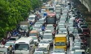 Hà Nội: Mưa lớn giờ cao điểm, hàng loạt ô tô nối nhau, ùn tắc kéo dài trên nhiều tuyến phố