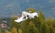 Máy bay mắc vào dây cáp treo, phi công 62 tuổi thoát chết kì diệu