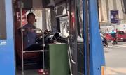 TP.HCM: Tài xế xe buýt nhổ nước bọt vào người đi đường bị sa thải