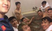 Công Phượng khoe body cực phẩm cùng các đồng đội sau trận thắng Malaysia