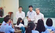 Chủ tịch UBND tỉnh Thừa Thiên-Huế bất ngờ dự tiết đạo đức với học sinh