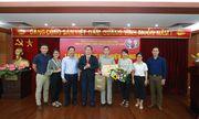 Trao huy hiệu 40 năm và 30 năm tuổi Đảng cho 2 Đảng viên thuộc Đảng bộ Hội Luật gia Việt Nam