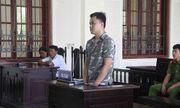 Mẹ già đau đớn dự phiên tòa xử con trai phạm tội giết người