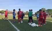 Các cầu thủ Việt Nam gặp khó khăn ngay trong buổi tập đầu tiên ở Indonesia