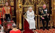 Nữ hoàng Anh lần đầu tiên phá lệ vì vương miện quá nặng