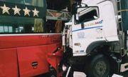 Tin tức tai nạn giao thông mới nhất hôm nay 16/10/2019: Xe tải tông xe khách, 16 người thương vong