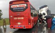 Nghệ An: Xe tải đối đầu xe khách 15 người thương vong