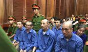 """Hiệu """"chuột"""" cùng 7 đồng phạm nhận án tử, người thân ngất xỉu tại tòa"""