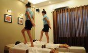 Bắt quả tang 5 nữ nhân viên massage đang kích dục cho khách ở Bắc Ninh