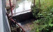 Cận cảnh các thùng dầu thải gây ô nhiễm nguồn nước sông Đà những ngày qua