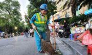 Người phụ nữ 30 năm cần mẫn với công việc làm sạch đường phố