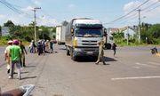 Tin tức tai nạn giao thông mới nhất hôm nay 24/10/2019: Xe máy tông xe tải, 2 học sinh thương vong