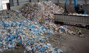 Kinh hãi quy trình tái chế ống hút, hộp xốp từ phế thải đã bốc mùi