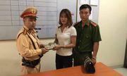 Hà Nội: Cô gái may mắn tìm được ví tiền nhờ CSGT