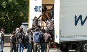 Cảnh sát Bỉ tiếp tục tìm thấy 12 người di dân trong thùng xe đông lạnh