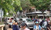 Nhiều người vô tư dừng xe livestream khi phát hiện thi thể phụ nữ dưới kênh Nhiêu Lộc