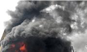 TP. HCM: Xưởng sản xuất nệm mút cháy lớn, khói lửa ngùn ngụt bao trùm