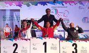 Lực sĩ khuyết tật Lê Văn Công đấu giá HCV World Cup giúp nữ sinh chữa bệnh