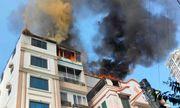 Chung cư mini trên đường Trung Kính cháy ngùn ngụt, cả phố hoảng loạn