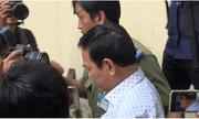 Ông Nguyễn Hữu Linh đến tòa từ sớm và đi