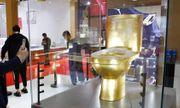 Chiêm ngưỡng chiếc bồn cầu mạ vàng đính hơn 40.000 viên kim cương có giá gần 30 tỷ đồng