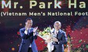 """Thầy Park và """"trò cưng"""" Quang Hải được vinh danh ở"""