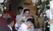 Khoảnh khắc cô dâu Bảo Thy xuất hiện chớp nhoáng trước cửa, lên xe hoa về nhà chồng