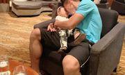 Quế Ngọc Hải gặp vợ con trước trận đối đầu với tuyển Thái Lan