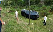 Xe con va chạm kinh hoàng với xe bồn, 2 nhân viên ngân hàng may mắn thoát chết