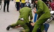 Thanh niên 9X chửi bới, dùng kéo tấn công Đại úy công an