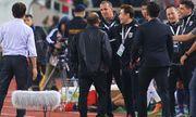 VFF kiến nghị lên AFC, trợ lý HLV Thái Lan giải thích về hành vi khiếm nhã với thầy Park