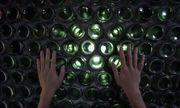 Video: Ngạc nhiên trước ngôi nhà được làm bằng 6.000 chai thủy tinh