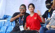 Ngôi sao phim người lớn Maria Ozawa nóng bỏng cổ vũ trận Thái Lan – Indonesia