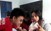 Cô giáo Quảng Trị gần 10 năm dạy tiếng Anh miễn phí cho học sinh nghèo