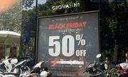 """Trưng biển giảm giá """"sốc"""" tới 70-80%, nhiều cửa hàng vẫn vắng như Chùa Bà Đanh trong ngày Black Friday"""