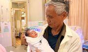 Tin tức đời sống mới nhất ngày 4/12/2019: Chồng 70 tuổi, vợ 54 tuổi ở Quảng Ninh vẫn sinh con khỏe mạnh