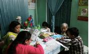 Bà giáo gần 100 tuổi cần mẫn dạy học miễn phí cho trẻ em nghèo